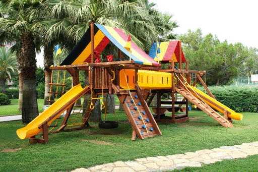 Площадка с нестандартными лестницами