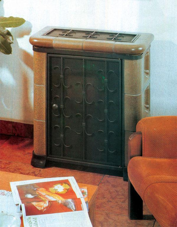 Маленький и компактный камин в нерабочем состоянии внешне напоминает сундук. Но стоит лишь открыть дверцу и зажечь огонь, как он тут же превращается в центральное место дома
