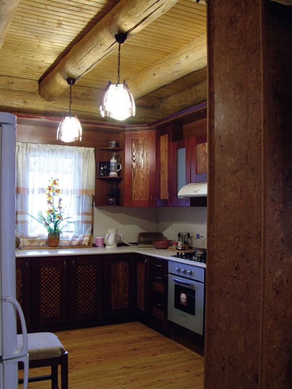 Уютная атмосфера, яркий дневной свет и высокотехнологичное наполнение рабочей зоны кухни рождает ощущение неиссякаемой полноты жизни