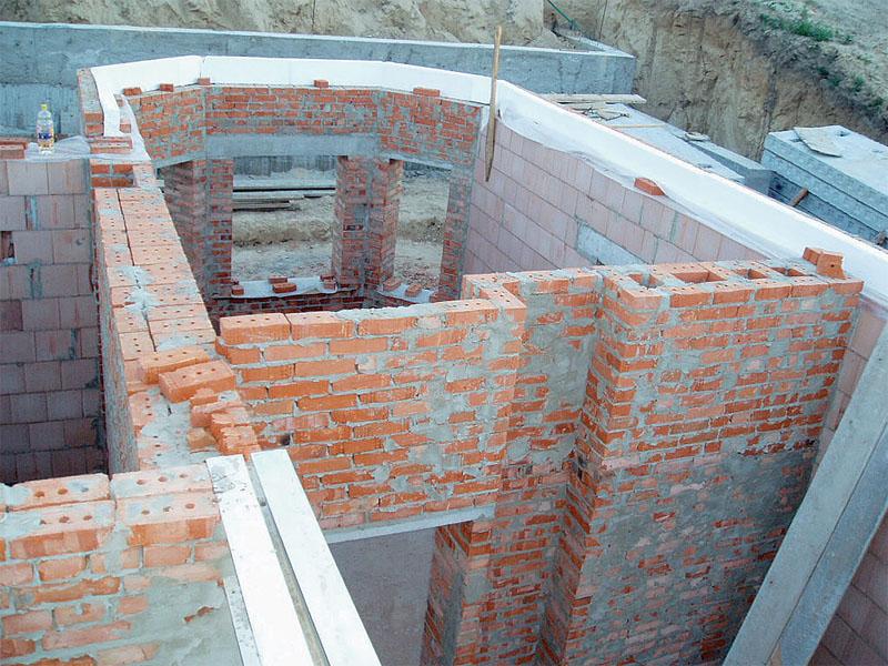 Как построить дом своими руками из кирпича  369