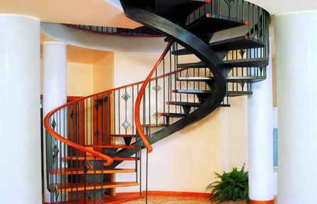 лестница - яркий акцент в дизайне интерьера дома