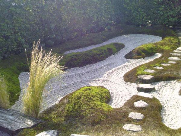 Линия реки из камней