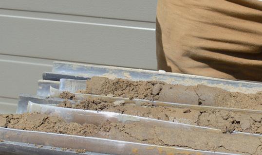Образцы грунта направляют в лабораторию